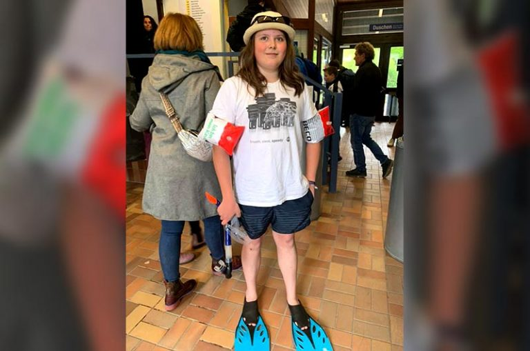Der 4000ste Besucher war der 15jährige Aaron Jordan, der im sommerlichen Bade-Outfit mit Flossen kam.