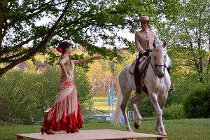 kunstgehtbaden_Rahel-Schroeder_Katalin-Fischer_flamenco-mit-pferd-03